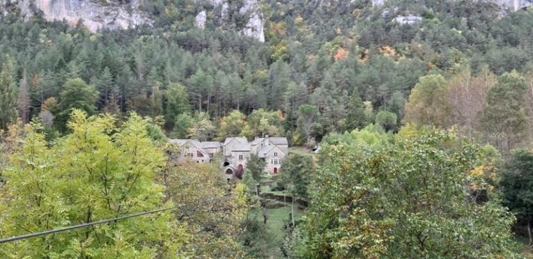 de jolis hameaux dans les gorges du Tarn