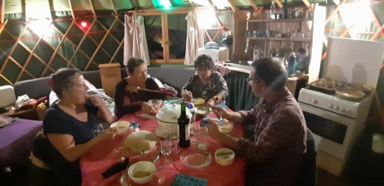 le repas copieux servi par notre hôte