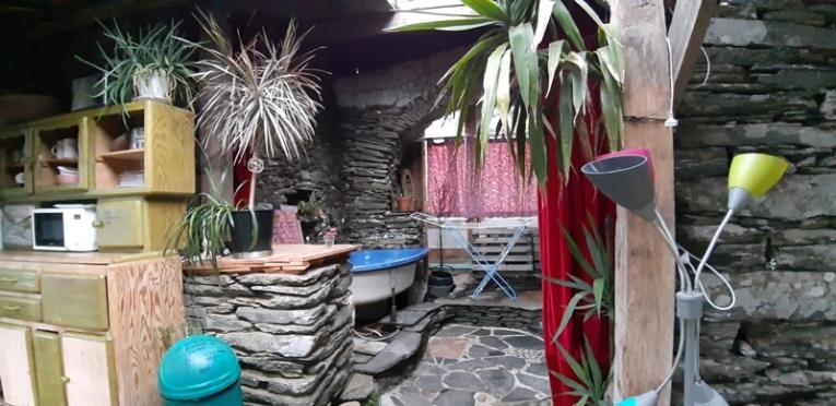 salle de bain dans la pierre...