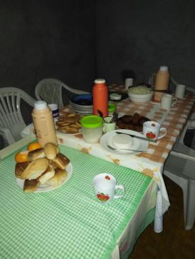 Petit déjeuner avec fromage de chèvre chez Alcindo